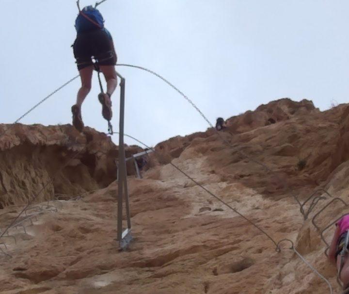 Vía Ferrata contratando un guía de montaña en Alicante